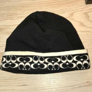 Coach Accessories - NEW✨ COACH Black & White🖤Logo Winter Hat❄️